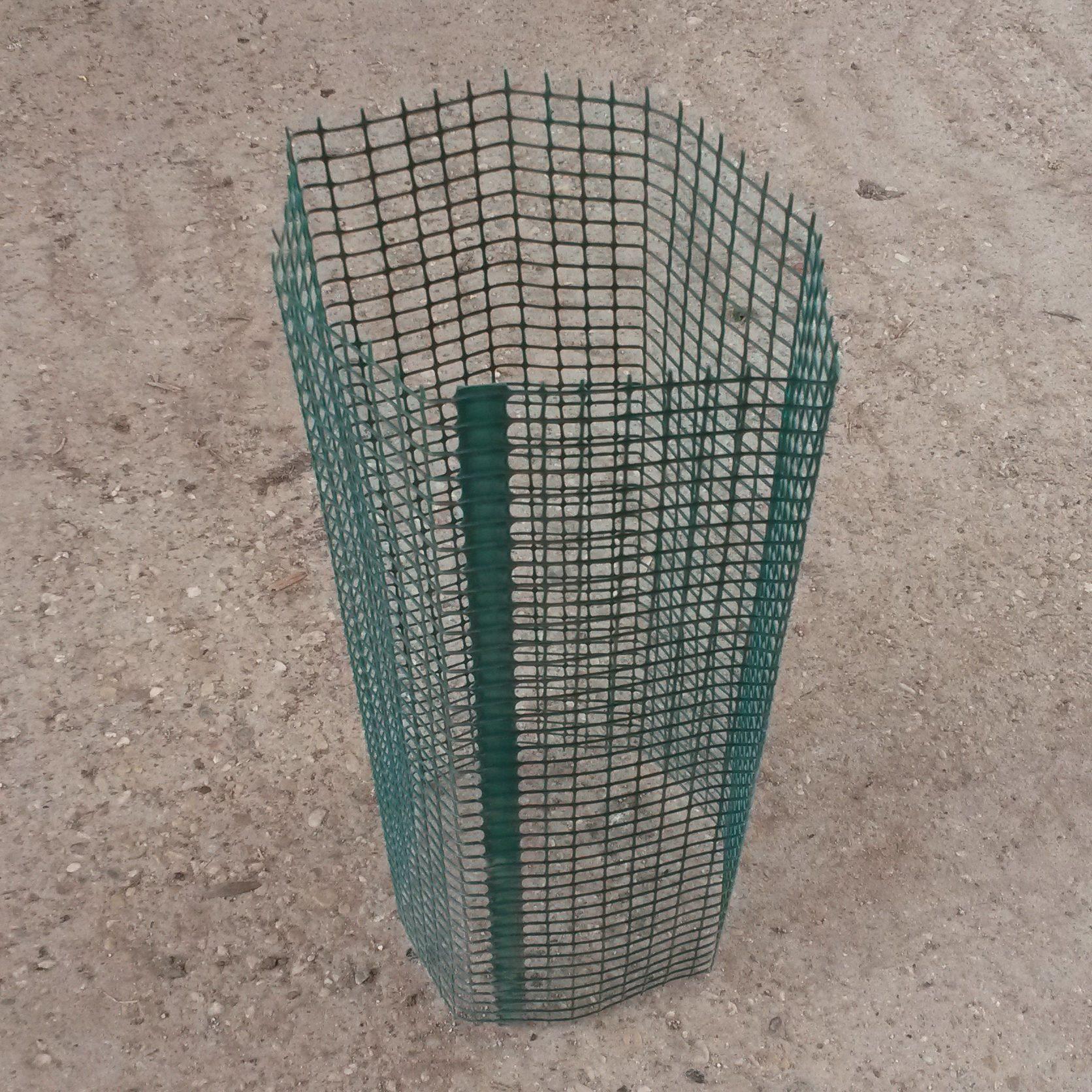 Protezioni tubolari SHELTER 300 in rete tubolare verde, diametro 30 cm, altezza 50 cm o in rotolo da 100 metri lineari